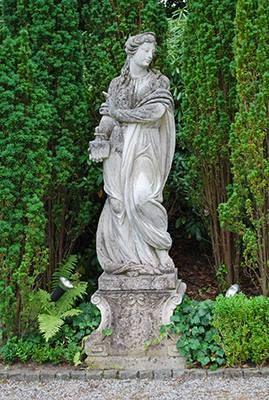 Oltre 25 fantastiche idee su sculture da giardino su pinterest arte del metallo arte da - Nicchie per statue da giardino ...