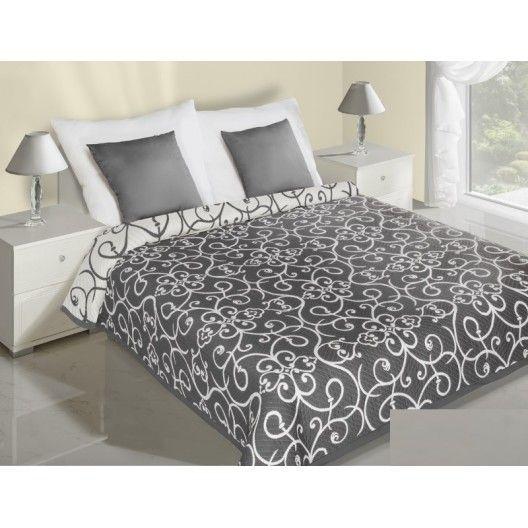 Bielo strieborné prehozy na posteľ obojstranné s abstraktným motívom