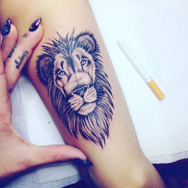 Lion tattoo shoulder girl - photo#23