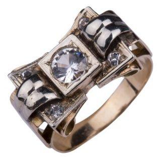 Antieke retro ring met witte saffier.