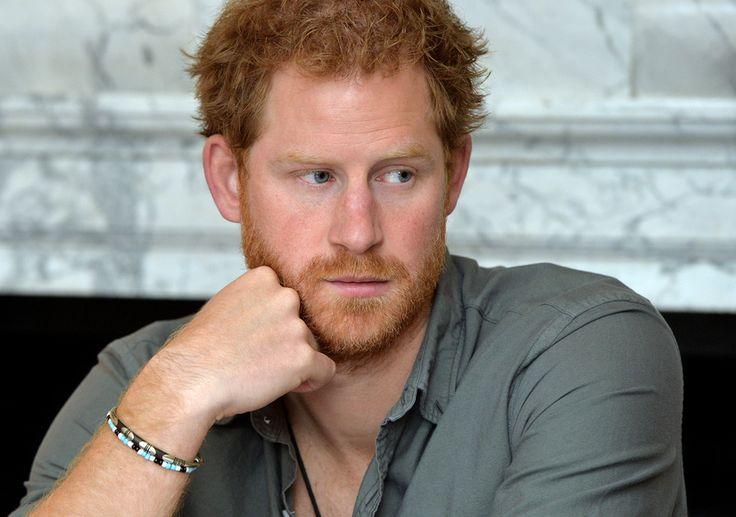 """Il principe Harry rivendica la propria privacy - Si è sfogato alla BBC il principe Harry, che vorrebbe essere più libero e avere privacy: """"Ogni volta che mi vedono con qualcuna, subito dopo si trova la stampa alla porta"""". - Read full story here: http://www.fashiontimes.it/2016/05/principe-harry-rivendica-propria-privacy/"""