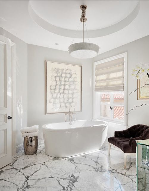 Strong marble veining, modern tub, classic feel