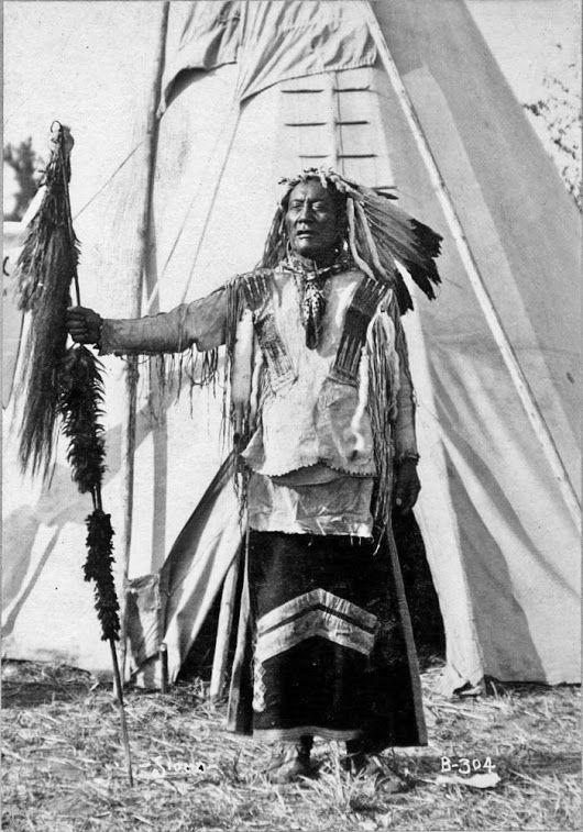 Mato Wakantuya (aka High Bear) near Omaha, Nebraska - Hunkpapa - 1898