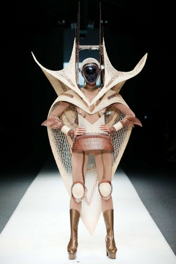 Rinaldy A. Yunardi S/S 2016 RTW  When u got dreams to become a spaceship so u wear it.