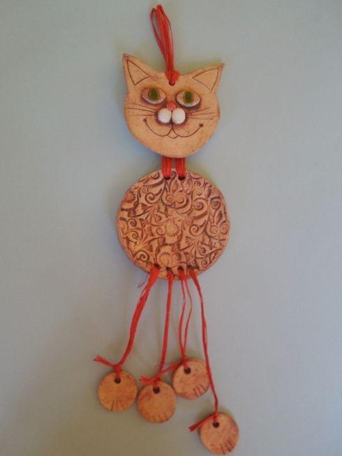Kočička závěsná - keramika Co kus, to originál.