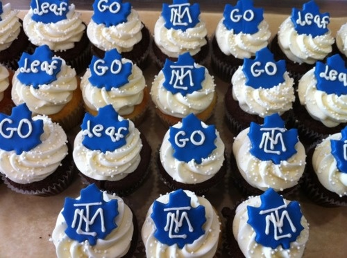 toronto maple leafs cupcakes!