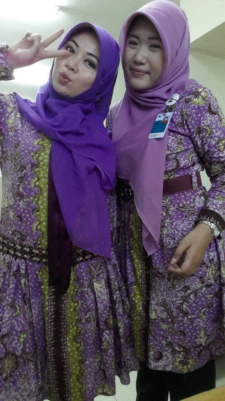 Dengan blouse muslim batik CHATRINE