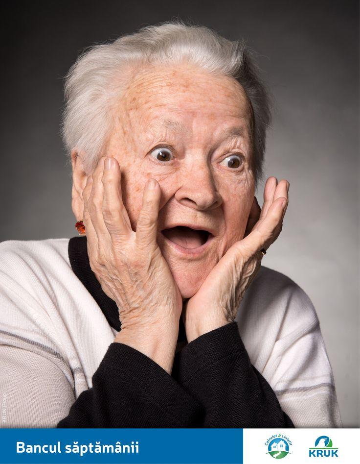 - Cornel, ce cadou i-ai cumparat bunicii ca sa i-l pui sub bradul de Craciun? - O minge de fotbal. - O minge de fotbal? Pai bunica nu joaca fotbal. - Si ce-are?! Ea cum mi-a cumparat mie carti de citit?  Sursa: Forum DaciaClub.ro