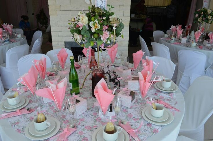 Table settings,  pink and white Baby shower