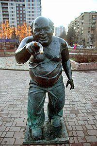 Памятник Евгению Леонову в роли Трошкина (к/ф «Джентльмены удачи») на Мосфильмовской улице в Москве