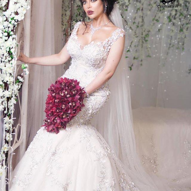 Repost الورد ياخذ من أوصافك جمال ولا الورد لا لمح جمال ك ذبل المطربة الجميلة جليلة بلوك عروس مميز Jalila Officia Dresses Wedding Dresses Lace Wedding