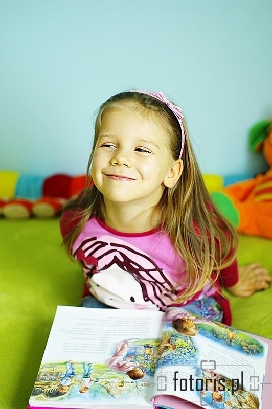dziewczynka, colorful, dziecko z książką, happy girl, fotoris