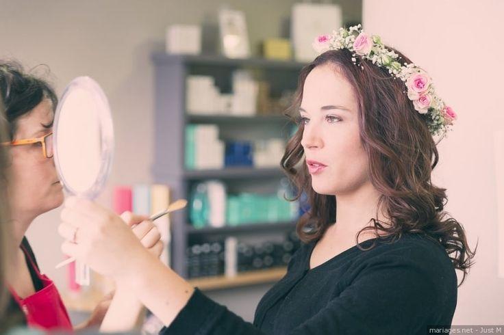 Pas question de marchander sur votre beauté pour le jour J : l'essai maquillage doit être réalisé par un professionnel, qui concevra votre look idéal adapté à votre style et votre personnalité !