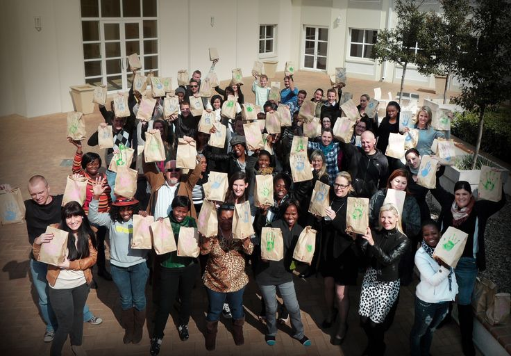 Along with many others across South Africa, the employees of the Havas group in Southern Africa have honoured Mandela this 18 July by bringing smiles to the children of the Lesedi Child Care Centre in Lanseria. Everyone in Havas Worldwide Johannesburg, Havas Worldwide Digital, Havas Sports & Entertainment, Havas Media and Havas PR donated lunch packs, each individually wrapped in their own lunch bag, complete with a handprint from each employee.