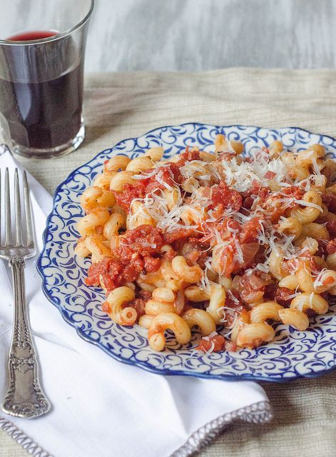 #recipe: pasta all'amatriciana - a spicy tomato sauce with pancetta. #Italian