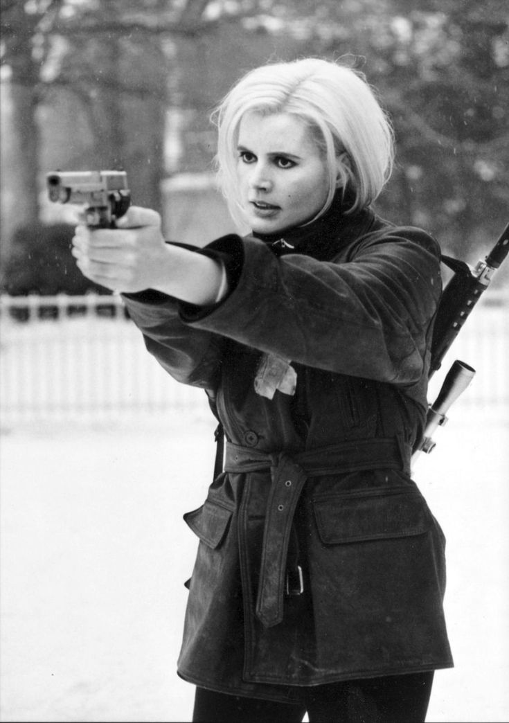 Geena Davies in The Long Kiss Goodbye (1996)  (she was awesome in this! female bourne identity kinda sorta)