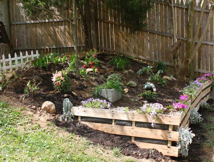 Pallet garden edging