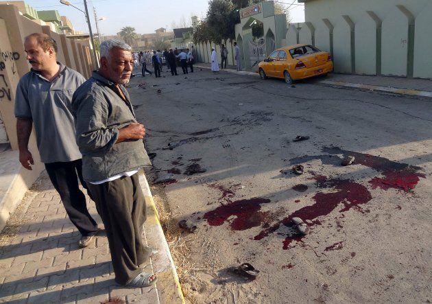 Irak vive un repunte de la violencia nunca antes visto. Desde julio, al menos 1.000 personas murieron y otras 3.000 resultaron heridas, en su mayoría civiles, según datos de Naciones Unidas. De hecho, desde abril el país ha registrado más muertos de manera violenta que el total acumulado en los últimos cinco años. Este y otros temas conforman el programa de esta semana. http://andresrepetto.tv/video/arsemanal-el-resumen-internacional-de-noticias-programa-32-961