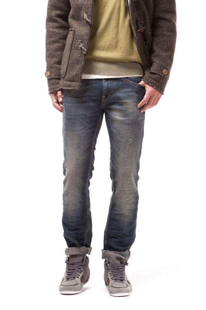 Albert RS A 5-pocket slim fit, with hemmed front pocket and back pocket logo.