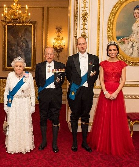 Queen Elisabeth, Prince Philip, Prince William and Princess Catharine