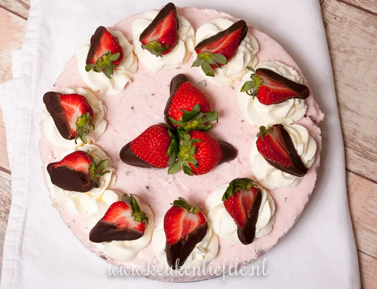 Video: aardbeien-stracciatellakwarktaart | Keuken♥Liefde | Bloglovin'