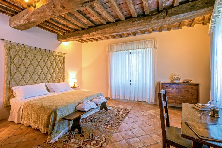 This #property dates back over 500 years, however it has recently been completely renovated. #bedroom #luxuryvillas #umbria
