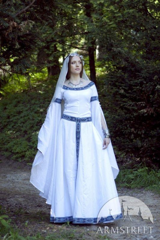 10 best dresses images on Pinterest   Medieval dress, Renaissance ...