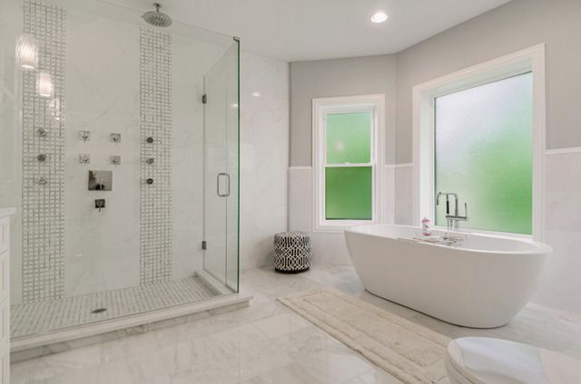 White, clean lines in this mansion's master bath | 1052 West Albion Avenue, Chicago, IL