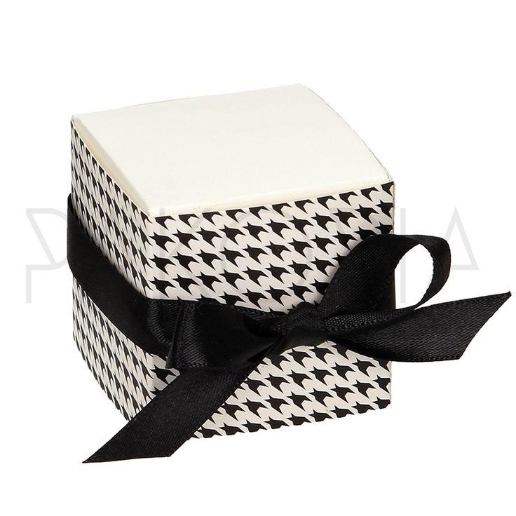 Pudełko PEPITKA z kokardą. Podziękowania dla gości, pudełeczko na cukierki. Na wesele ślub czy inną okazję. Inspiracje na wesele. pakoria.pl  Wedding thanks, cheerful check, black and white cute box. Wedding inspiration.