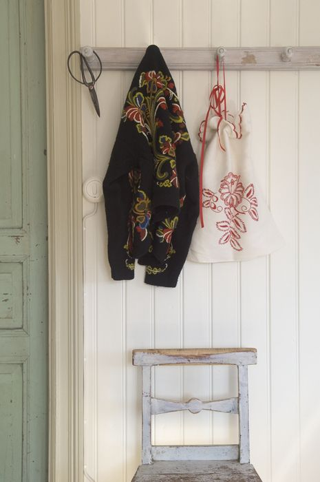 like this hook rack in contrasting colour