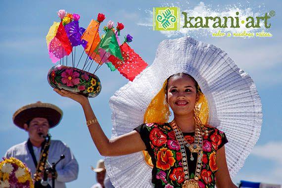 #TrajesTipicos #Tehuana   El traje regional de tehuana es uno de los más conocidos y admirados a nivel internacional por su hermosa confección y su elegancia.   El traje de tehuana es, sin lugar a dudas, un imponente vestuario que realza aún más la belleza de la mujer mexicana.