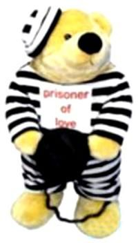 Aşk Mahkumu, Peluş Parti Hediyeleri - Peluş Hediyeler Mahkum kıyafetleri içerisinde, ayağı prangalı, tshırt ön kısmında prisoner of love (aşk mahkumu) yazısı olan içi elyaf dolgulu peluş ayı. 60cm