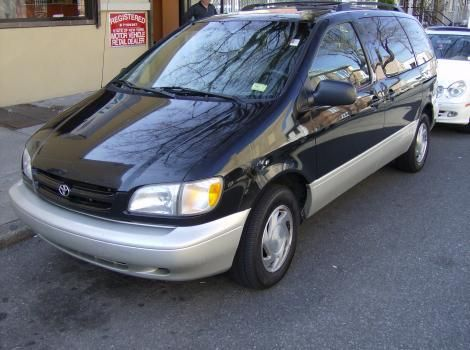 2000 Toyota Sienna XLE for sale in New York, NY - $5000