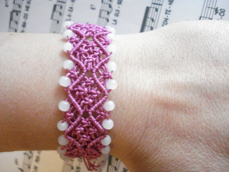 Handmade wave bracelet in violet with glass beads. Adjustable to any wrist size.