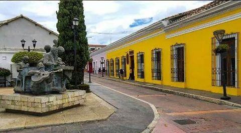 'Los Músicos' y la Avenida Central Sur de la cd. de #Comitan , #Chiapas #México #Turismo #VisitMexico #VisitChiapasApp  by comitan_de_mis_amores