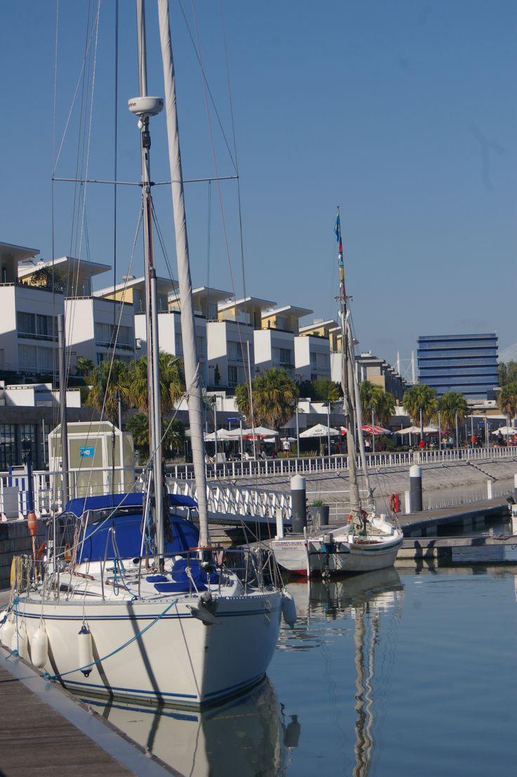 A Marina Parque das Nações encontra-se no coração da Expo, zona cosmopolita, típica de uma capital Europeia e com fácil acesso ao centro da cidade de Lisboa!