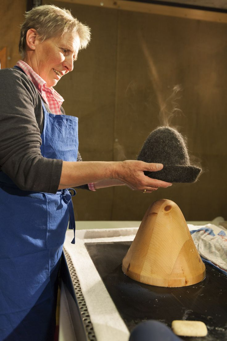 Farm Handcrafts in South Tyrol (Italian Alps) - Roter Hahn: Felted products made from the wool of the farm own sheep! Farmer Rita Amort felts her products out of a single piece. Her product range goes from slippers, hats, handbags and rucksacks to felt jewellery and travel mats.