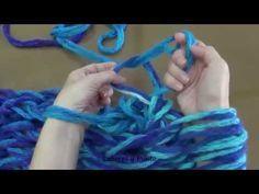 Aprende a tejer un cuello infinito o redondo, tejido con los brazos - YouTube