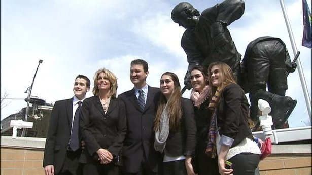 Mario Lemieux statue unveiled at Consol Energy Center