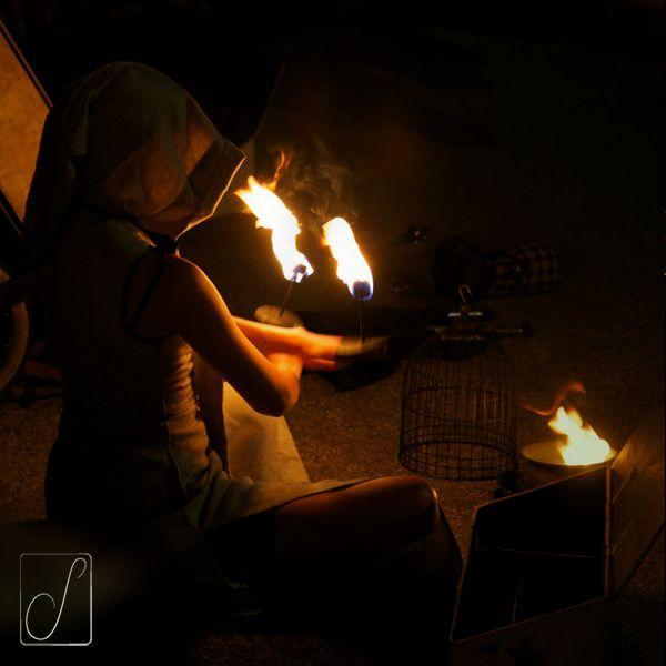 #unabellagiornata 147/365 La domatrice di fuoco lo sa, il fuoco distrugge sempre: talvolta il bene, talaltra il male. Talvolta è devastazione, talaltra purificazione... #fire