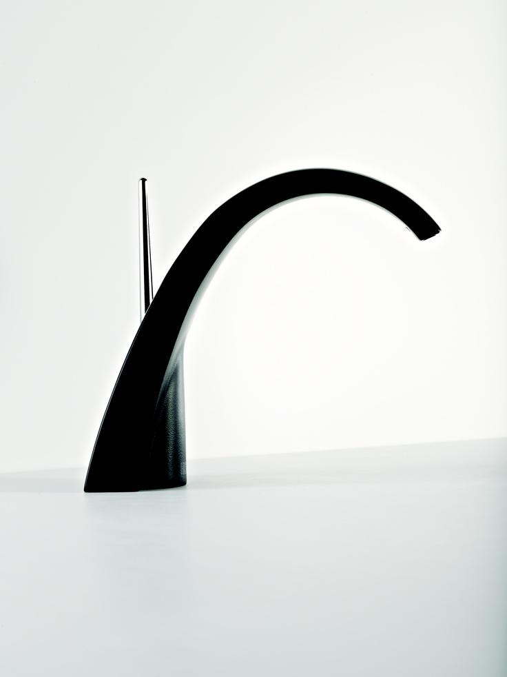 Nouveauté lancée en 2010, NOUVELLE VAGUE traduit l'orientation HORUS en vue de valoriser son savoir-faire de Maison Française de Robinetterie pour la réalisation de collections nouvelles contemporaines élégantes.