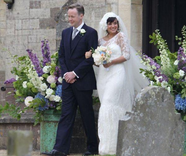 Lilly Allen – Romántico Provenzal En el condado de Gloucestershire, al suroeste de Inglaterra, tuvo lugar la romántica e íntima boda de la cantante Lilly Allen con Sam Cooper.