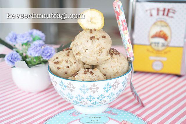 Tek Malzemeli (Muzlu) Dondurma Tarifi Nasıl Yapılır? Kevserin Mutfağından Resimli Tek Malzemeli (Muzlu) Dondurma tarifinin püf noktaları, ayrıntılı anlatımı, en kolay ve pratik yapılışı.