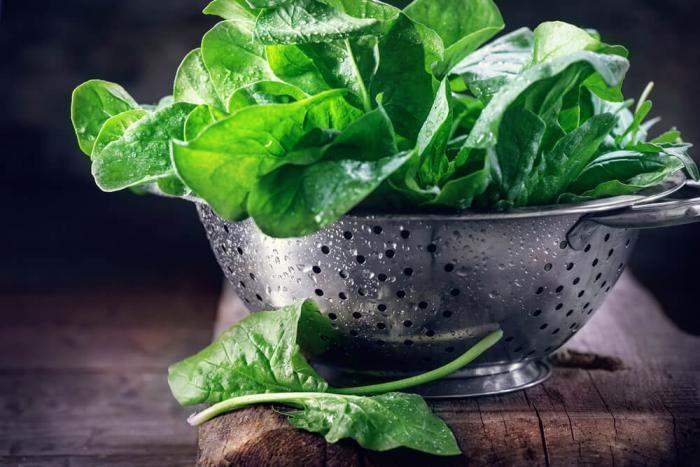 السبانخ تعد من أكثر الأطعمة المغذية كثيفة العناصر الغذائية على هذا الكوكب والسبانخ الطازجة والعضوية غنية أكثر Spinach Health Benefits Spinach Benefits Spinach