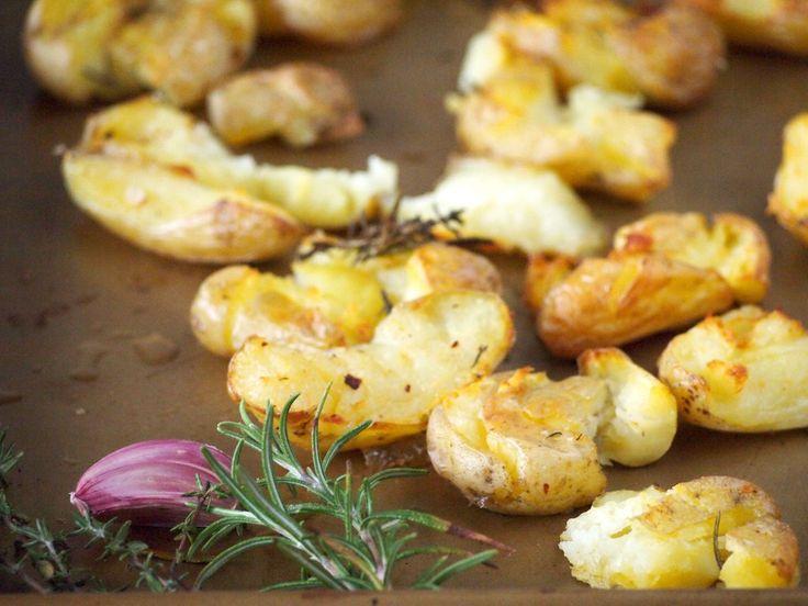Geplette aardappelen uit de oven met knoflook & tijm
