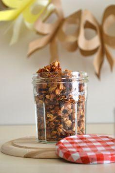 Scopri nel blog la ricetta per preparare la granola fatta in casa, un mix di cereali e frutta, perfetto per colazione del mattino.