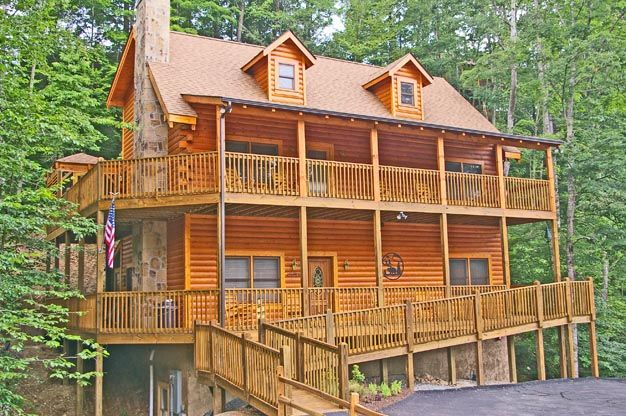 Bear Right Inn - This beautiful and spacious home offers a handicap accessible (main level only), 9 bedroom, 8 bathroom, fully equipped log home offers tons of great amenities, in a beautiful Smoky Mountain setting.