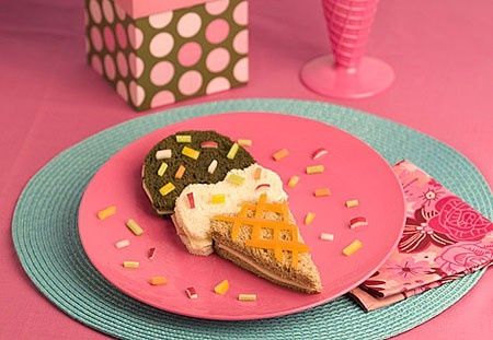 Ice Cream Cone sandwich is the perfect party food for a kids birthday party. #fun foods, #party food ziggityzoom