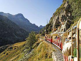 断崖絶壁を行く仏ピレネー絶景列車プチトランアルトゥーストフランスTravel.jp[たびねす]