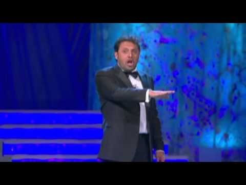 ▶ Enrico Brignano I dialetti italiani - YouTube